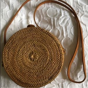 Handbags - Round straw purse